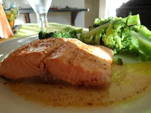 Salmon and steamed broccoli.